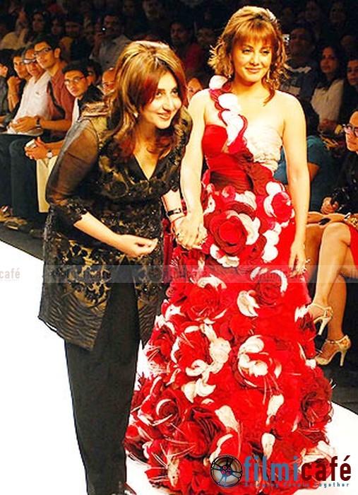 Mumbai Fashion Designer Archana Kochhar And Petite Runway Models