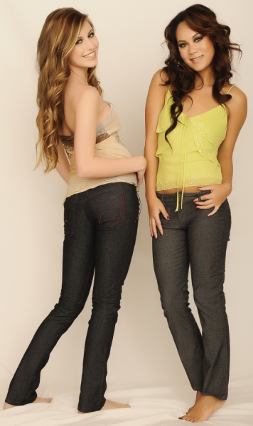 Bella Petite Models_Carrie_Carly_Allison Izu Jeans