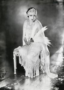 Gloria_Swanson-1921_petite celebrity_bellapetite.com