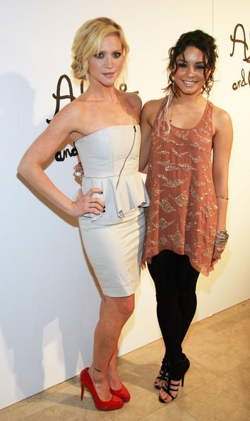 Vhud-tis vanessa hudgens ashley tisdale gym buddies 11