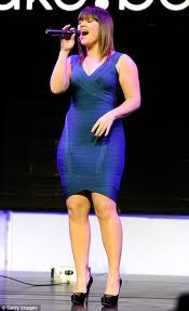 Kelly-Clarkson-Pear-Shaped-Tight-Dress