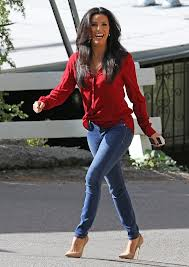 Eva-Longoria-untucked-shirt-tapered-jean-Bella-Petite