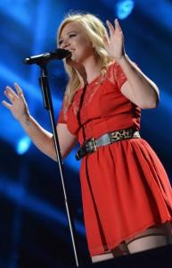 Kelly+Clarkson+2013+CMA+Music+Festival+Day+S5dGEov7XCRl