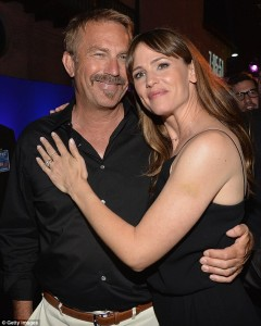 Kevin-Kostner-Jennifer-Garner-Draft-Day