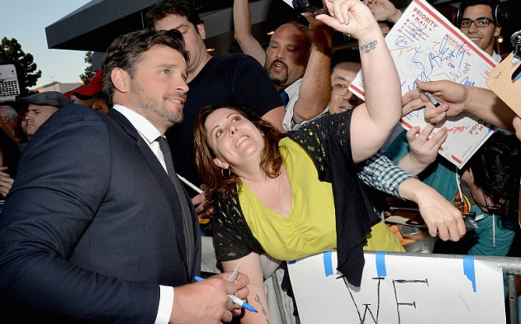 Tom-Welling-Draft-Day-Fans