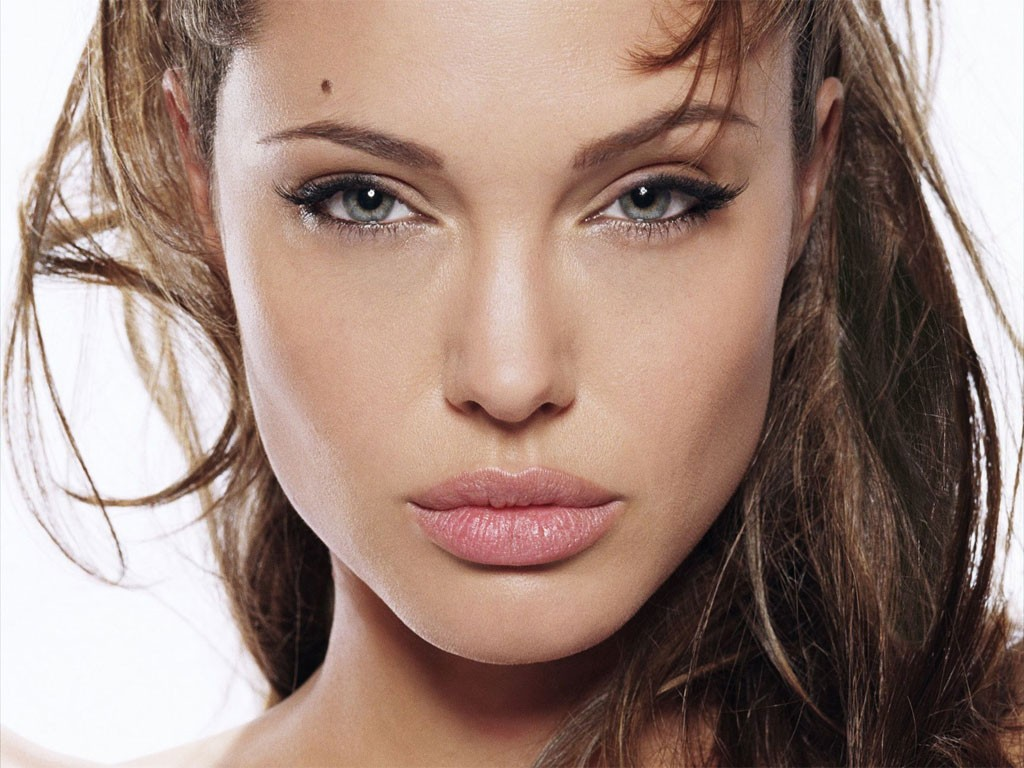 angelina-jolie-eyebrows