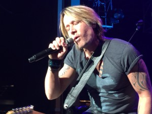 Keith_Urban_live_concert_exclusive_photos_BellaPetite.com_IMG_0694